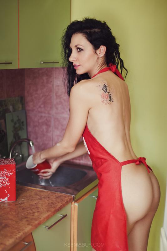 Фотосессия девушки на кухне, фотосессия в интерьере, выездная фотосессия, фотосессия сексапильной домохозяйки