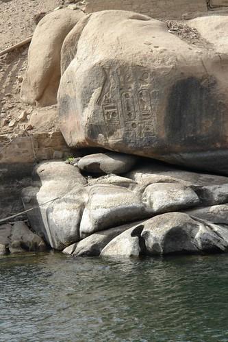Jeroglíficos en las rocas de la Isla Elefantina pueblo nubio de aswan - 8732701336 3133a1d66d - Pueblo Nubio de Aswan, Restos de aquella antigua cultura