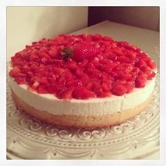 strawberry pie(0.0), plant(0.0), produce(0.0), torte(0.0), raspberry(0.0), berry(1.0), bavarian cream(1.0), buttercream(1.0), strawberry(1.0), baked goods(1.0), frutti di bosco(1.0), fruit(1.0), food(1.0), dish(1.0), cheesecake(1.0), dessert(1.0), cuisine(1.0),