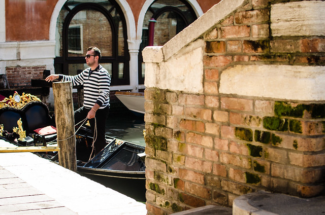 A Venetian gondolier drumming up business.