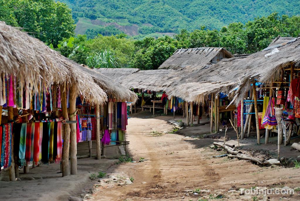La aldea de las mujeres Jirafa-003