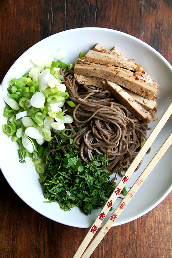 soba salad with marinated tofu