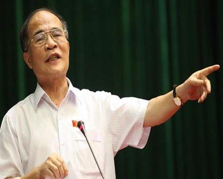 Chủ tịch QH Nguyễn Sinh Hùng: 'Tiền tiêu như thế thì chết à'