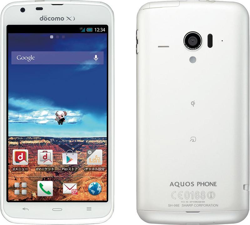 AQUOS PHONE ZETA SH-06E 実物大の製品画像