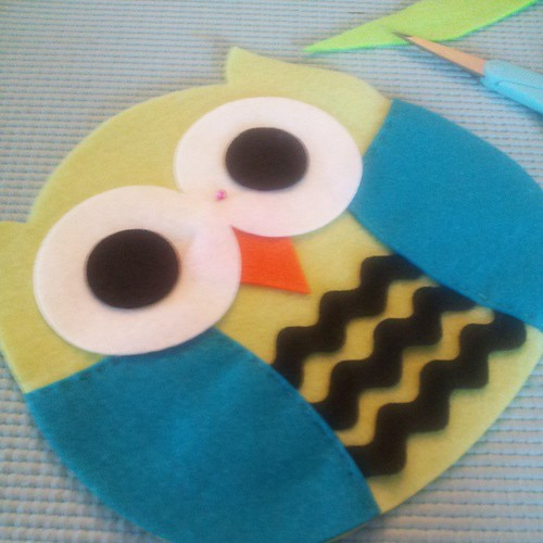 Sewing a cute big owl pillow :) by Mariapalito