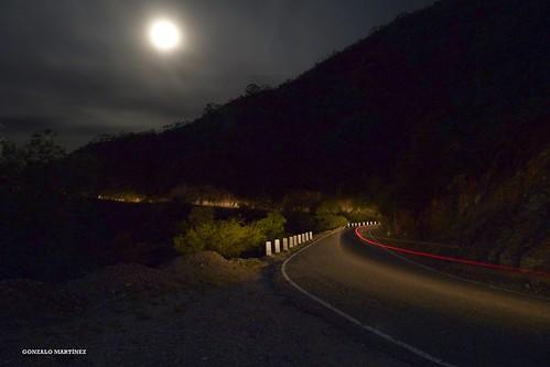 Noche de luna en Cuesta del Portezuelo, Catamarca (Argentina)