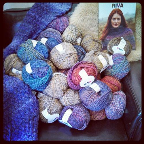 I want to sit here! #yarn #yarnshop #knitting #kniton