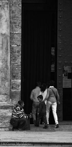 ¿Ayudamos mami? by foteroconcamara