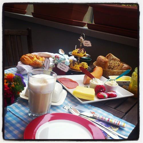 Heute ein schönes Frühstück mit einer lieben Freundin gehabt. Mit leckeren Sachen der Tauschaktion, denn #zusammenschmecktsbesser