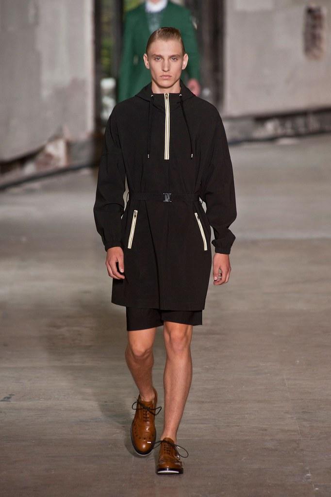 Jeroen Smits3047_SS14 Psris Kris Van Assche(fashionising.com)