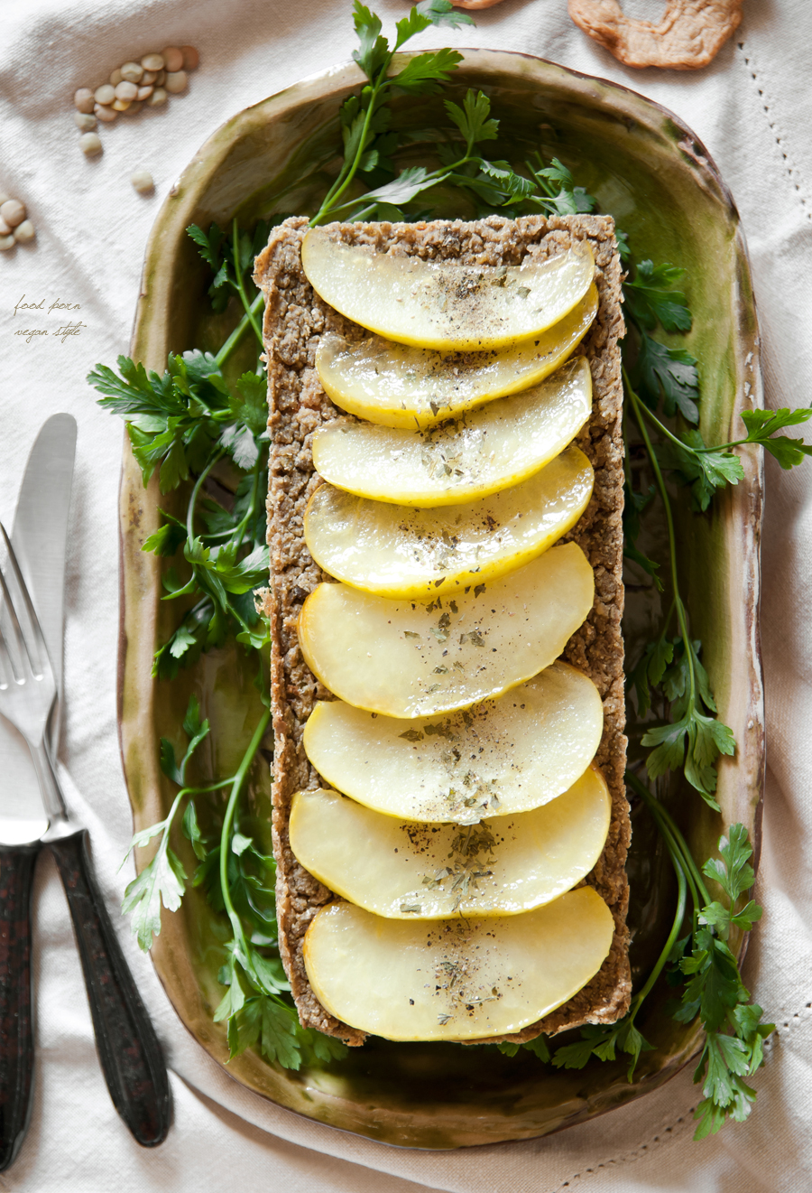 Vegan pate with green lentils, tarragon and apples