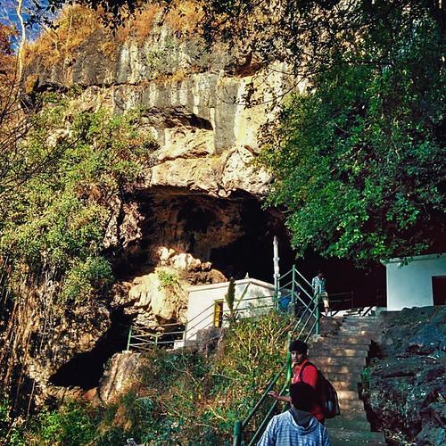A mystical place - kavala caves at Dandeli. #goodmorningflashmob #mystic #mysticalplace #dandeli #nammakarnataka #nammakarunadu #karnataka #caves #oldtemple #temple #shivatemple