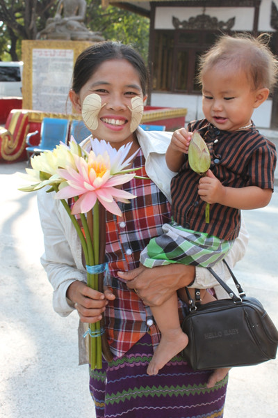 20150209_3620-lily-seller-child_resize
