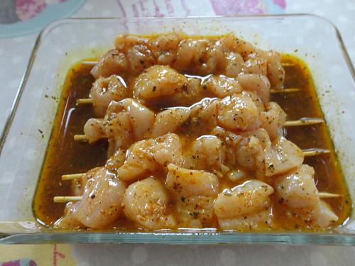 Brochettes de poulet marinade aux pices fourchettes et for Marinade poulet huile d olive