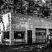 Abandoned Garage by azcangal
