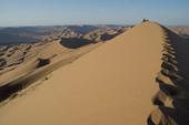 Kameltrekking in der Wüste Gobi. Dünengebirge in faszinierenden Formen. Foto: Günther Härter.