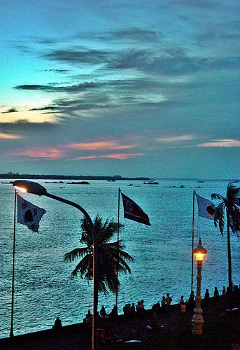 sunset lake asia cambodge cambodia phnompenh asie bluehour sisowathquay eveninglight tonlesap