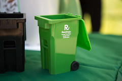 waste containment, waste container, green,