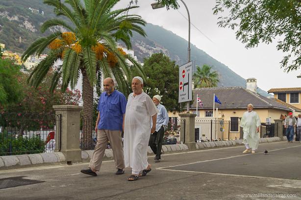 Salida de la mezquita de Gibraltar