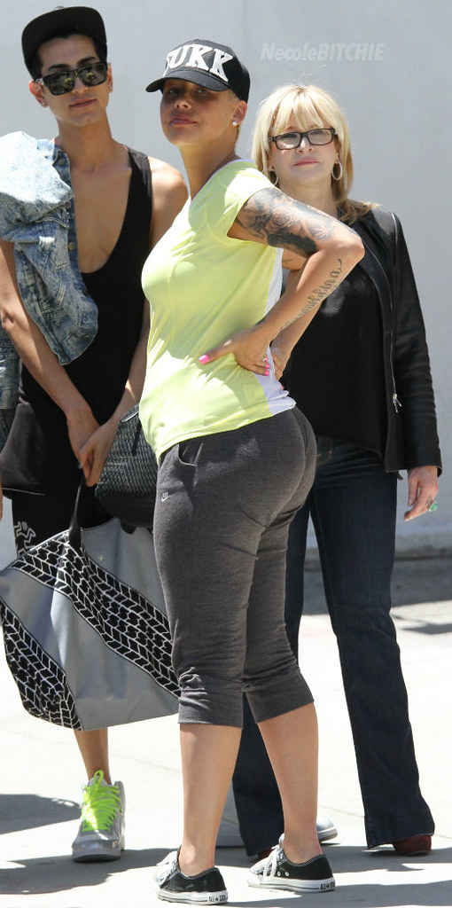 Amber-Rose-visits-Urth-Cafe
