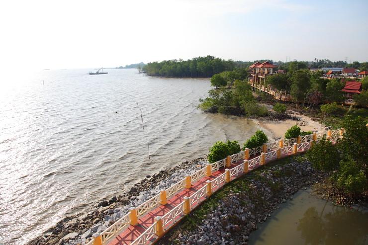 Perkampungan-Ikan-Bakar-Terapung Umbai Sea View