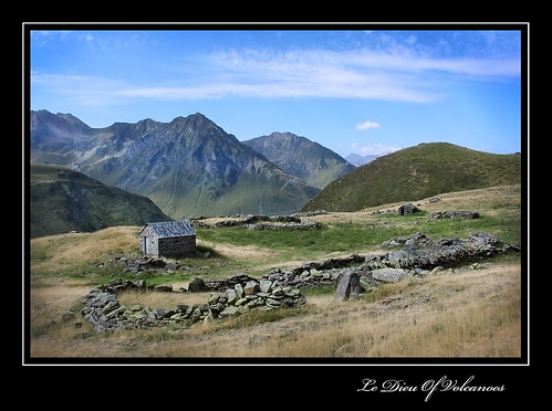 Un buron dans la montagne (Hautes-Pyrénées)