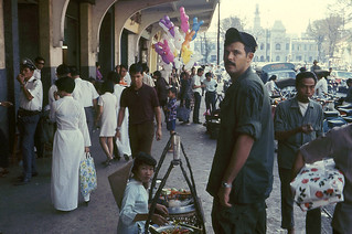 Saigon 1971 - Nguyen Hue sidewalk