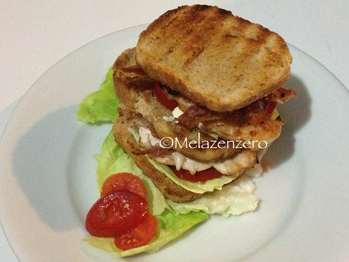 Club sandwich grigliato al barbecue