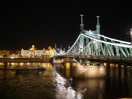 city travel bridge night river hungary budapest ungarn danube brigde donau magyarország freedombridge szabadsághíd danubes