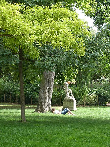 sieste parc monceau