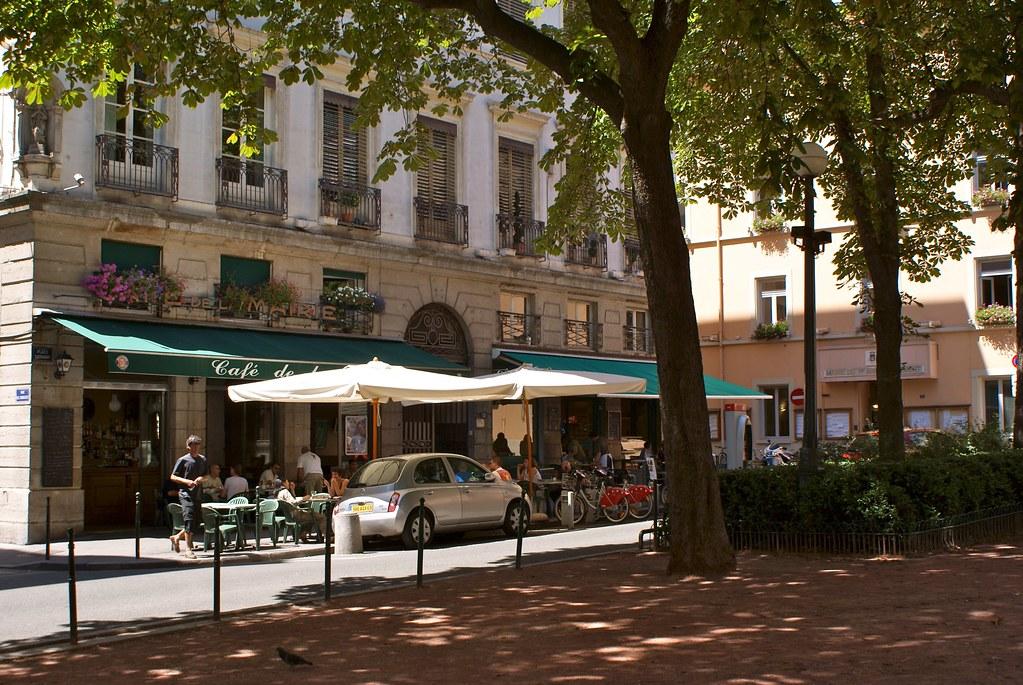 Ex Café de la mairie sur la place Sathonay à Lyon près de la place de Terreaux.