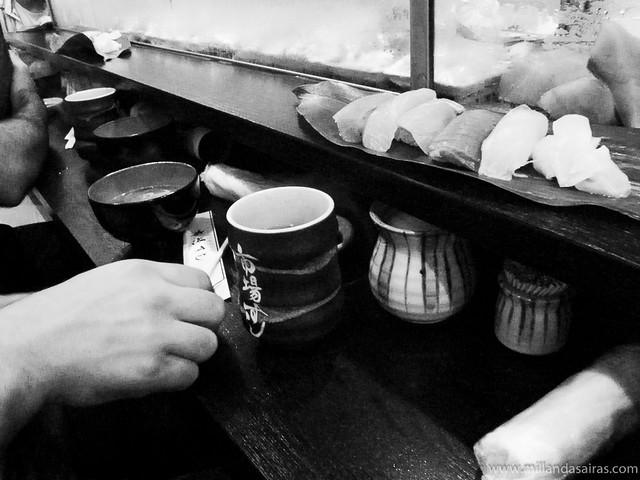 Degustando sushi en el Tsukiji Market