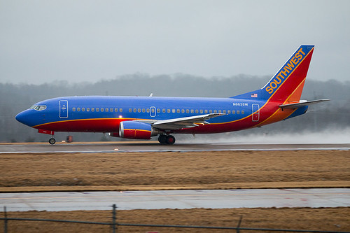 N663SW Souuthwest Airlines Boeing 737-3H4 taking off at BNA.