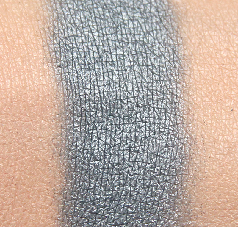 MUS blue venato marble eyeshadow swatch