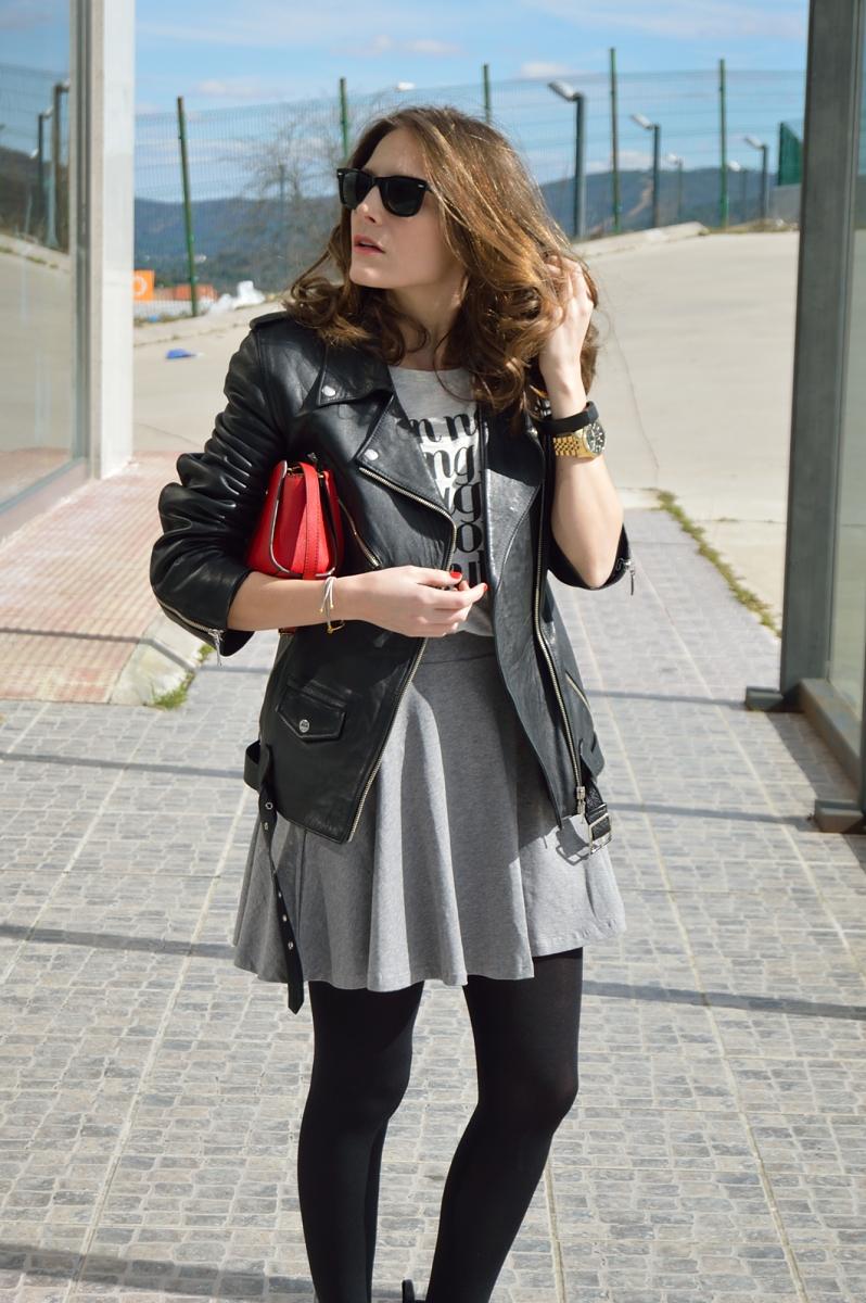 lara-vazquez-madlula-blog-fashion-skater-skirt-biker-jacket-easy-chic-streetstyle