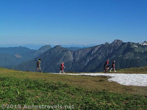 Hiking north on Skyline Divide for a short distance, Mount Baker-Snoqualmie National Forest, Washington