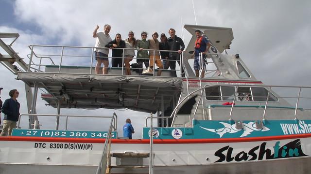 Grupo en el barco de Gansbaai que nos llevó a ver al tiburón blanco (Sudáfrica)