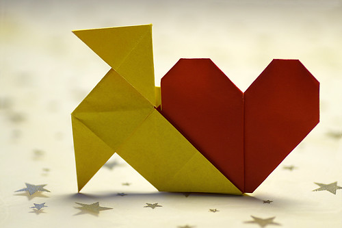 Origami Pajarita and heart (Francis Ow)