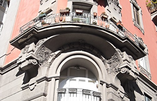 Liberty balcony at Via San Pasquale in Naples
