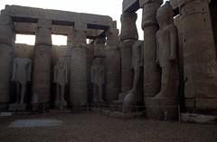 Ägypten 1999 (262) Tempel von Luxor:  Hof des Ramses II.