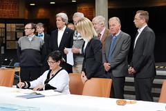 Leona_Aglukkaq_Canada_signing_declaration