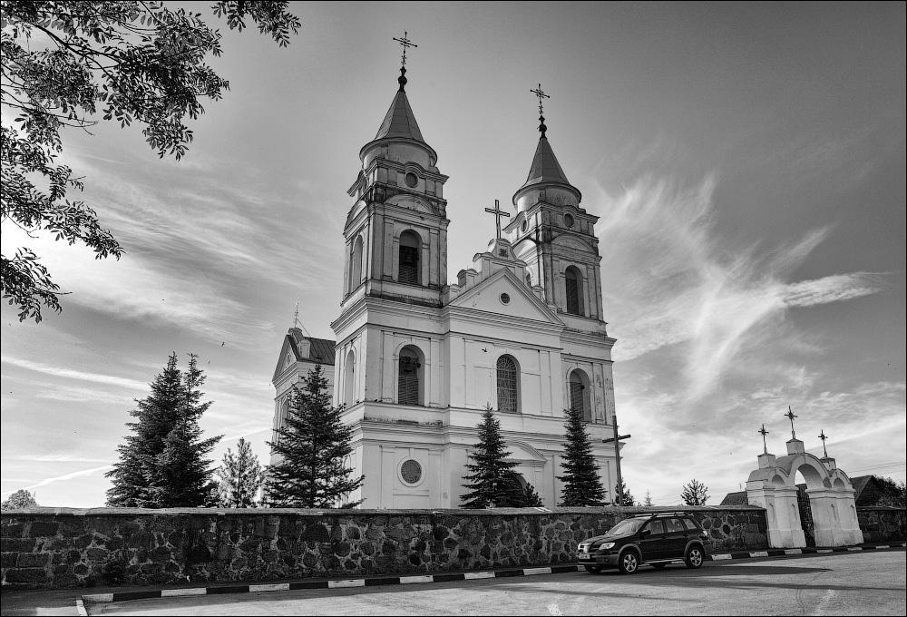 Парафьяново, Костел Девы Марии