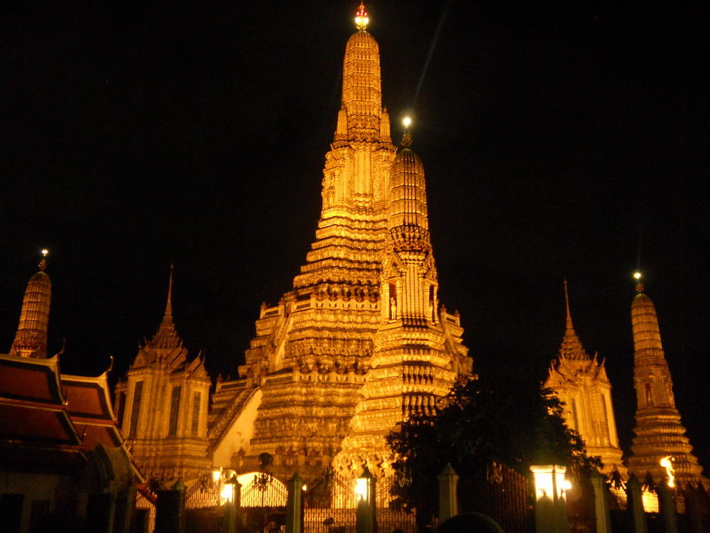 Wat Arun-Night bike in Bangkok