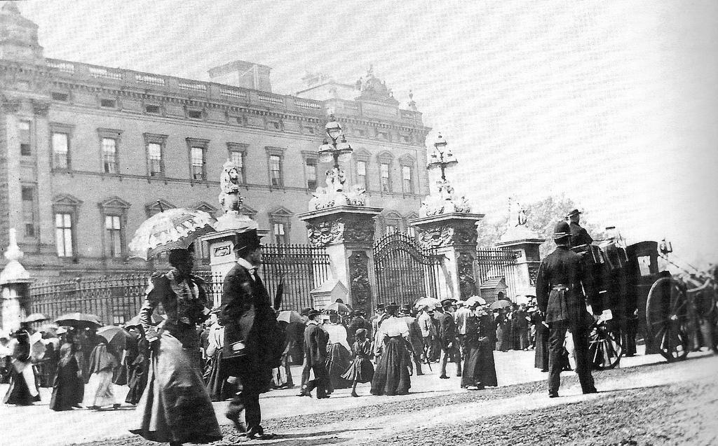 21. Palacio de Buckingham, en una fotografía de finales del XIX. Autor, Leonard Bentley