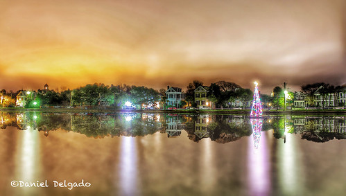 christmas houses light usa lake color reflection sc car night canon landscape navidad noche us nightscape artistic creative southcarolina paisaje christmastree charleston fantasy reflejo nocturno fantasía arboldenavidad coloniallake danieldelgado danieldevad danieldelgadophotography