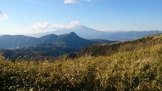 富士山は終日雲をかぶっていて、山頂は見えず