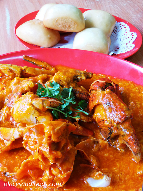 ban leong wah hoe seafood chilli crabs with mantou