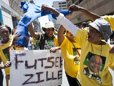ANC supporters challenge DA march for jobs at Luthuli House. Police used force to stop clashes between the two groups. by Pan-African News Wire File Photos