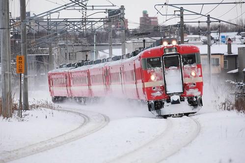 雪を駆ける711系