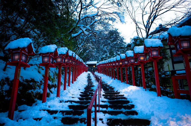 slight lights (Kifune shrine, Kyoto)